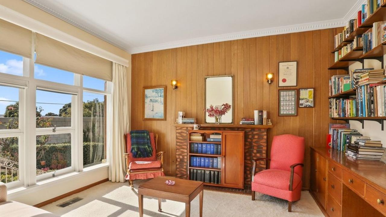 40 Nantes St, Newtown sold for $950,000.