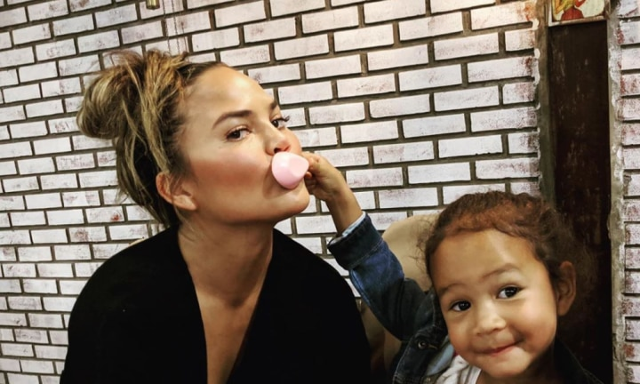 Chrissy Teigen's excellent clapback over bra-free pic
