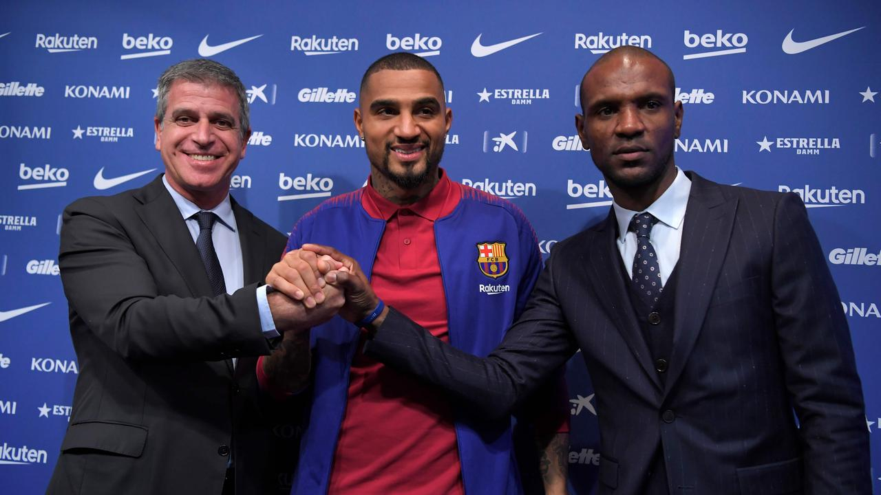 Barcelona's new Ghanaian forward Kevin-Prince Boateng poses with Barcelona's French technical secretary Eric Abidal (R) and Barcelona's Spanish vice president Jordi Mestre (L