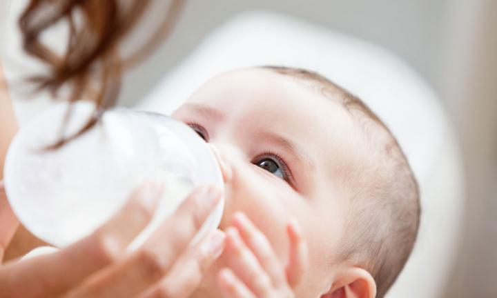 Bottle feeding: Why your baby drinks less milk than expected