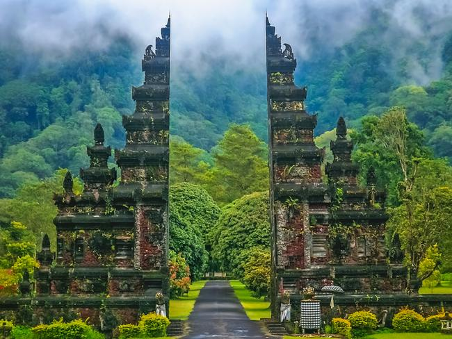 99 PER CENT OFF GO OVERBOARD DEAL:  TravelOnline Bali holiday packages for $28 instead of $2800.