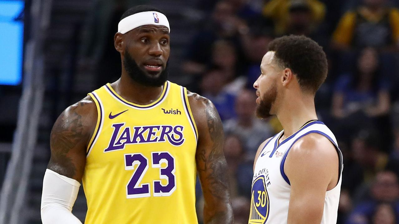 LeBron James and Steph Curry. (Photo by EZRA SHAW / GETTY IMAGES NORTH AMERICA / AFP)