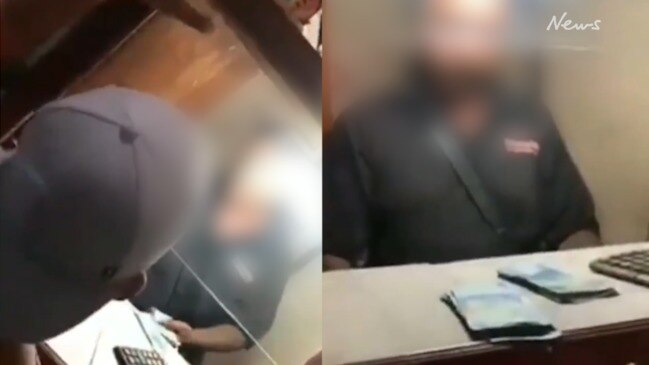 Tour guide rips into alleged scammer in Bali