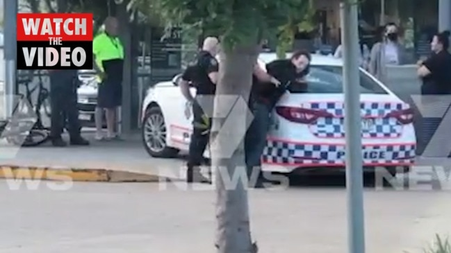 Man goes on shooting rampage at Aldi with crossbow (7 News)