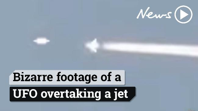 Bizarre footage of a UFO overtaking jet