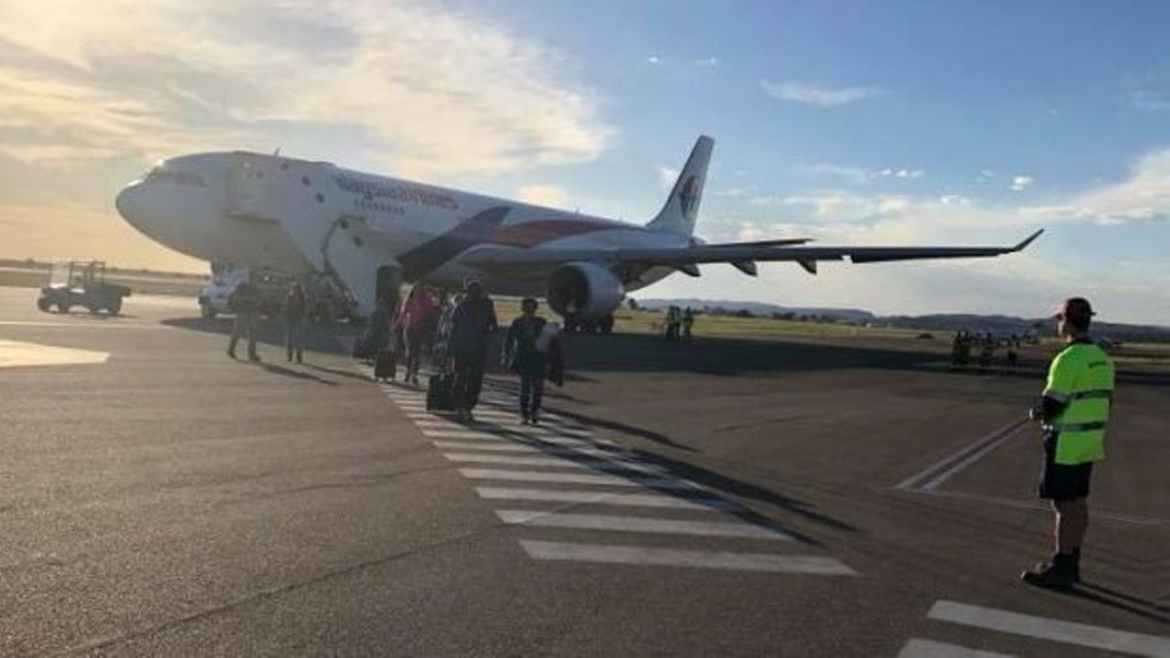 Malaysia Airlines plane forced to land in Alice Springs