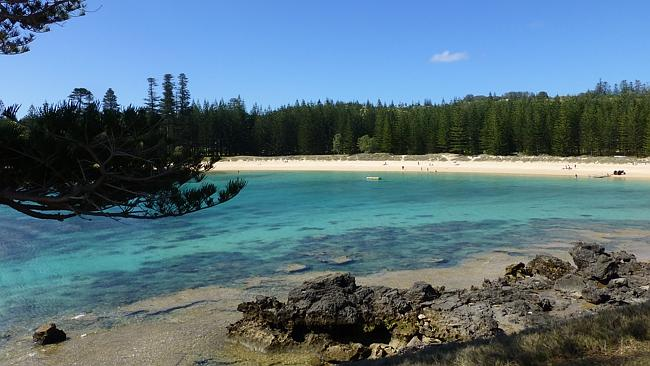 Supplied Editorial SA Weekend Happy Snapper Hartley and Gloria Hodge from Williamstown went to Norfolk Island