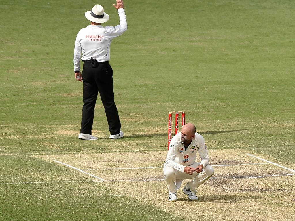 Lyon bowled without luck.