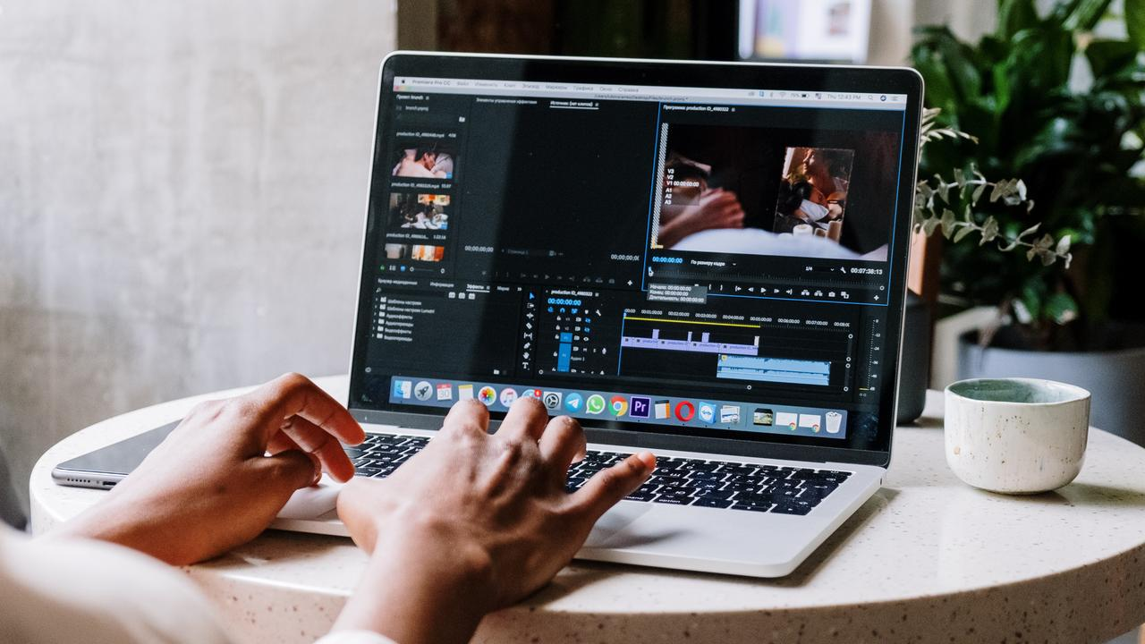 From cinematography all the way through to editing, this mastery bundle will teach you everything you need to know about modern filmmaking. Image: Pexels.
