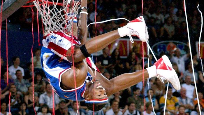 NEWS - 20/11/04 - PIC ROMY SIEGMANN......... HARLEM GLOBETROTTERS AT THE CONVENTION CENTRE