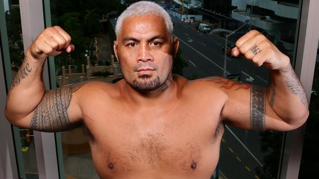 UFC fighter Mark Hunt has launched a stunning attack on Brock Lesnar.
