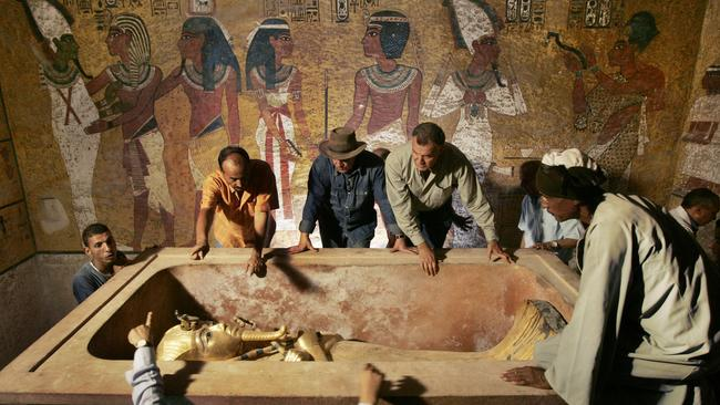 In this 04 Nov 2007 file photo, Egypt's antiquities chief Dr. Zahi Hawass (c) supervises the removal of King Tut from his stone sarcophagus in his underground tomb in the famed Valley of the Kings in Luxor, Egypt. Egypt will soon reveal the results of DNA tests made on the world's most famous ancient king, the young Pharaoh Tutankhamun, to answer lingering mysteries over his lineage, said the antiquities department 31 Jan 2010.