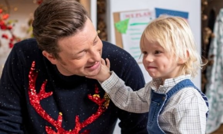Jamie Oliver admits he uses an iPad to hypnotise son
