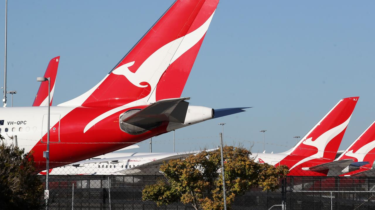 Frontline Qantas employees will be required to be fully vaccinated by mid-November. Picture: NCA NewsWire / Jono Searle
