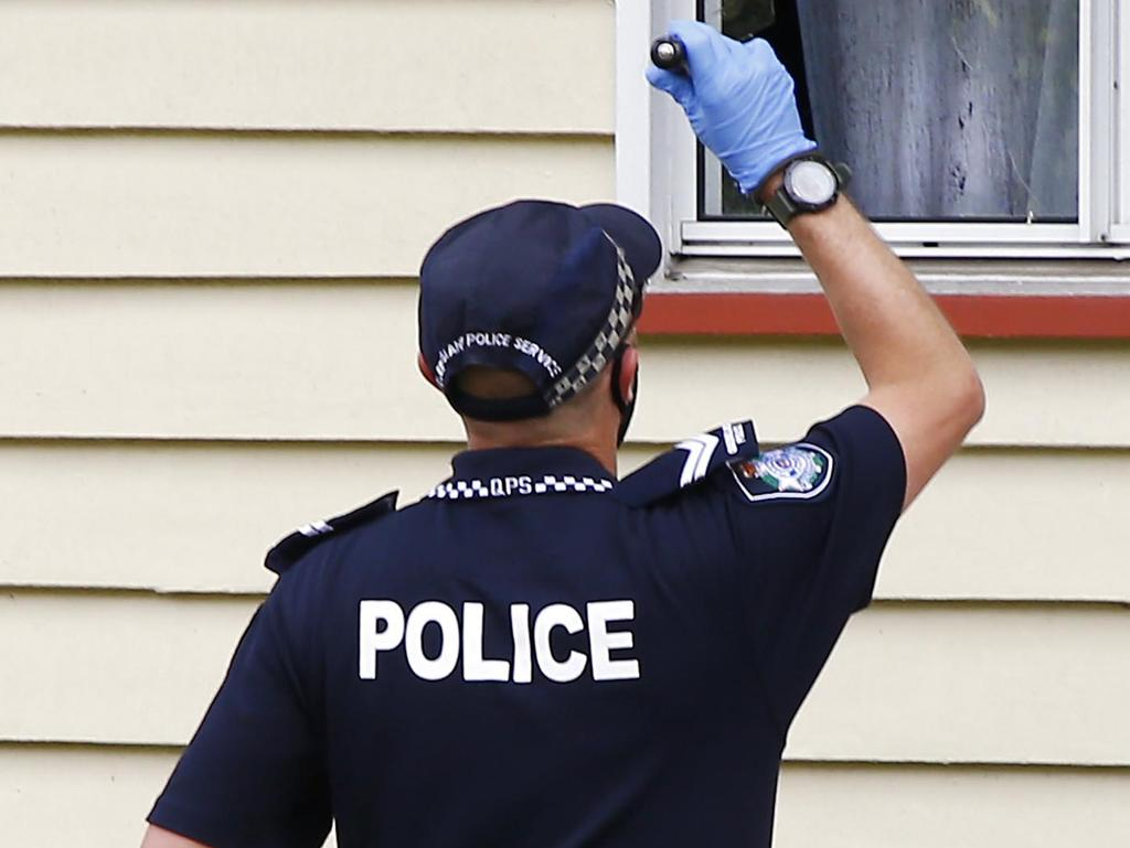 BRISBANE, AUSTRALIA - NewsWire Photos OCTOBER 11, 2021: Police investigate at the house in BrisbaneÕs northern suburbs where a 23-year-old woman was shot on Sunday night. in Brisbane. Picture: NCA NewsWire/Tertius Pickard