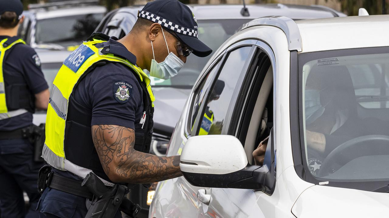 MELBOURNE, AUSTRALIA - NewsWire Photos SEPTEMBER 10, 2021:  Police stop vehicles and inspect driverÕs licenses at a vehicle checkpoint in Kilmore, Melbourne, Victoria. Picture: NCA NewsWire / Daniel Pockett