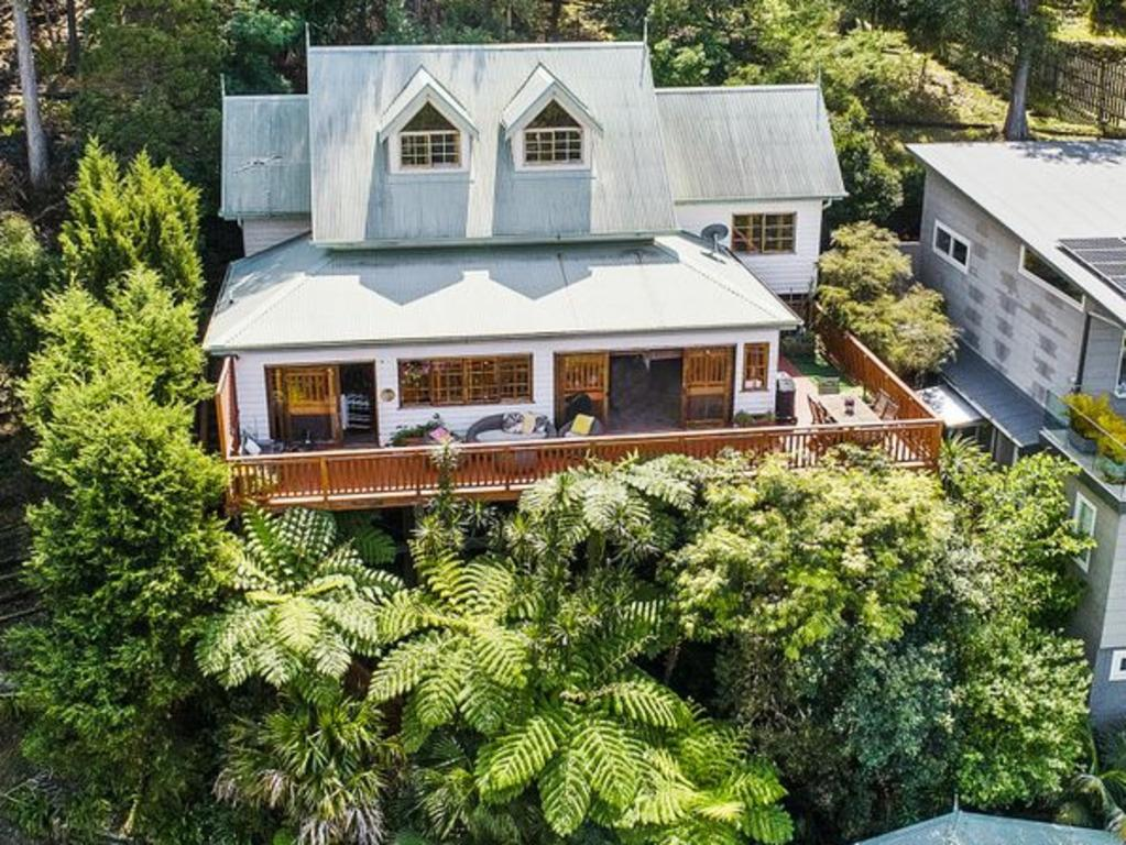 Buyers from Collaroy have jumped on this house in Newport.