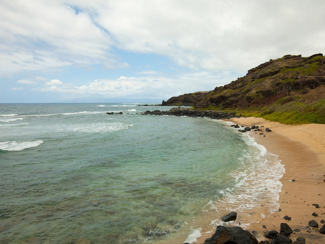 KUMIMI BEACH Chill out on the golden sands of Kumimi Beach on Molokai's isolated southeast shores, also referred to as the 20-Mile Marker Beach or Murphy's Beach. When conditions are safe, swim and snorkel but only inside the reef. There are no lifeguards or toilets. Picture: Hawaii Tourism Authority / Dana Edmunds