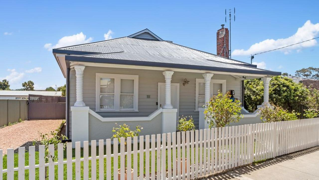 31 Strickland Rd, Bendigo sold for $450,000 this year and is now for rent.