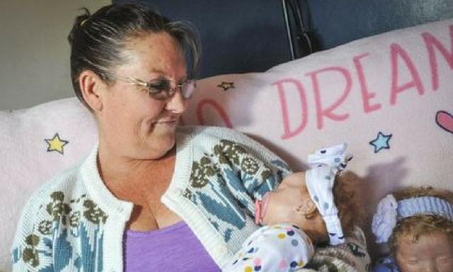 Dolls help heal mum's postnatal depression after losing her twin babies