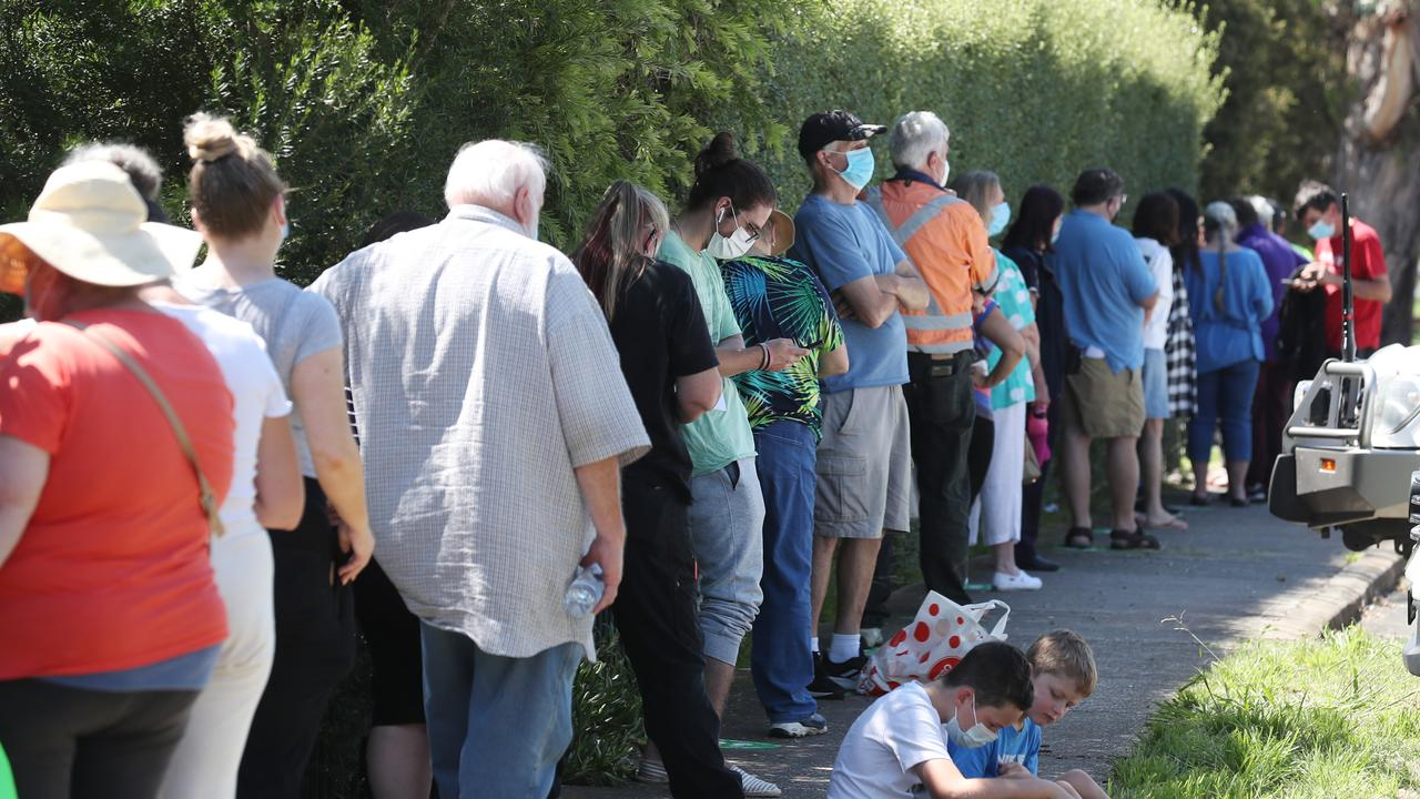 People line up to be tested in Sunbury after a positive COVID case in the area. Picture: NCA NewsWire/ David Crosling