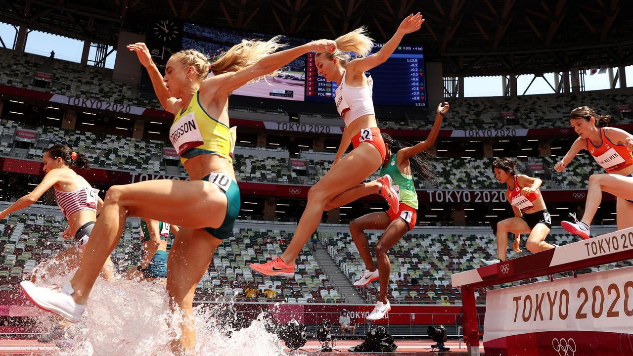 Genevieve Gregson qualifies in the 300m steeplechase. Picture: Christian Petersen/Getty Images