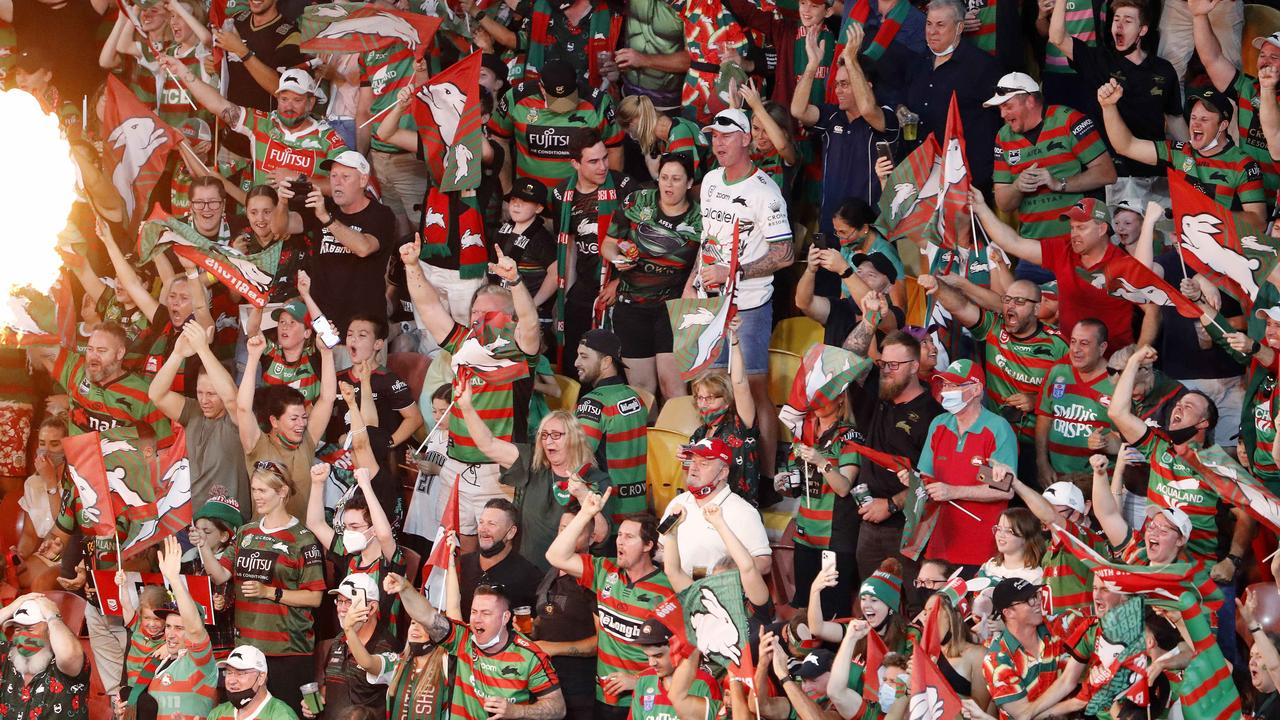 Many fans weren't wearing masks at the NRL grand final. (Image/Josh Woning)