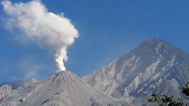 8/9Santa Maria, Guatemala This active volcano is located in the western highlands of Guatemala and sits along the fault line of the Cocos plate and the Caribbean plate. It's crater was formed during an explosion in 1902 - an eruption considered to be one of the largest in the 20th century.