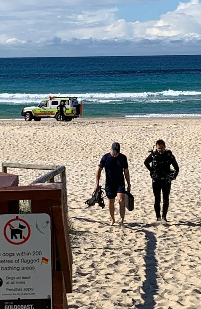 Two divers at the scene of the drowning at Palm Beach. Picture: Greg Stolz