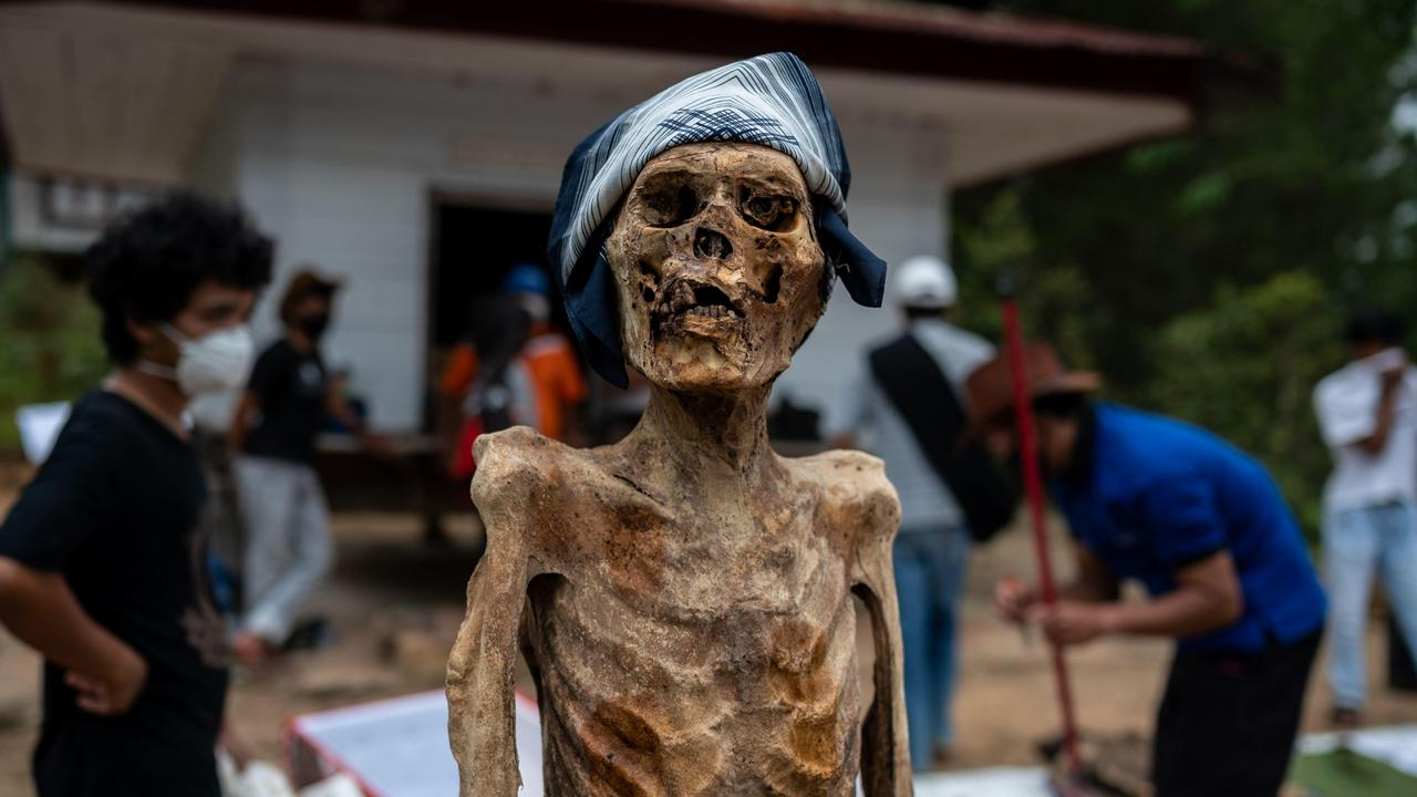 Villagers sprucing up their relatives for good luck. Picture: Hariandi Hafid/ZUMA Wire/Alamy Live News