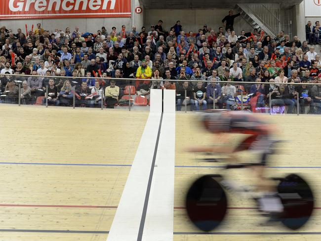 Rohan Dennis crosses the line at the Velodrome Suisse.