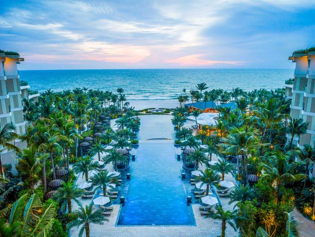 ... The latest addition to Phu Quoc's line-up of tourist attractions is a swanky rooftop bar, INK 360, in the newly unveiled Sky Tower at the InterContinental Phu Quoc Long Beach Resort, promising breathtaking ocean views.