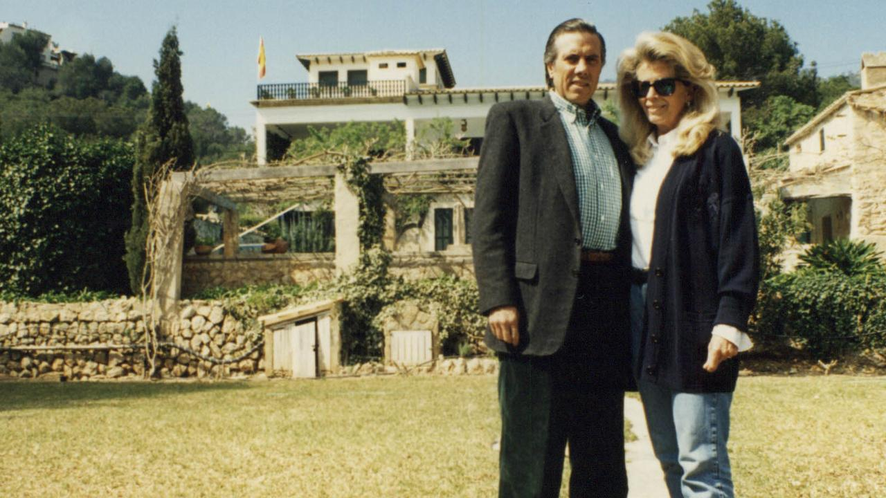 The late Christopher Skase and his wife, Pixie, in Majorca, Spain.