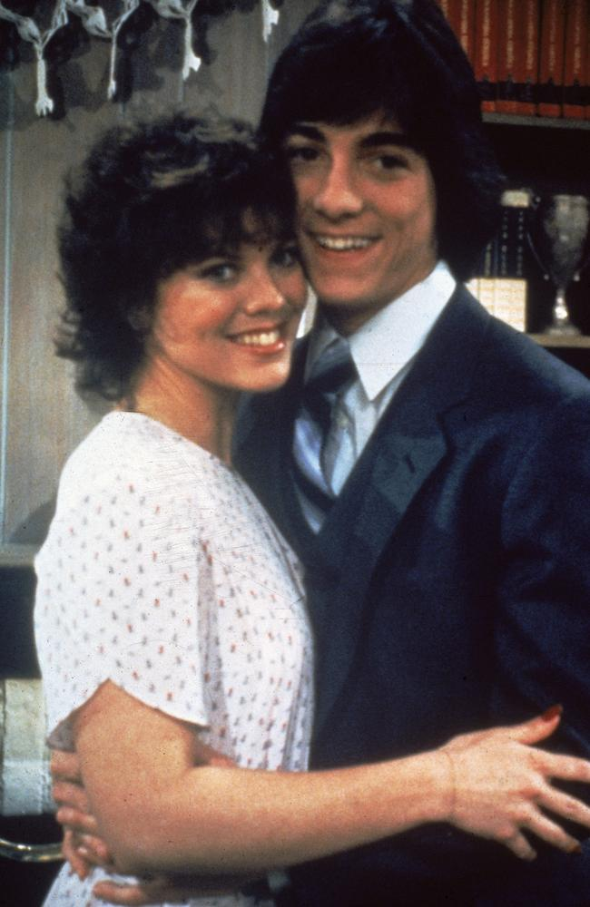 Erin Moran with her co-star Scott Baio in 1982. (Photo by Fotos International/Getty Images)