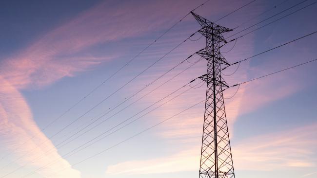 14. Jika Anda mati tersengat listrik maka Anda harus membayar denda kepada pemerintah.  Rupanya, menurut hukum Australia, menyentuh kabel listrik yang dapat menyebabkan kematian adalah tindakan ilegal.  Jadi, jika Anda tidak ingin membayar denda hingga $ 200 maka mohon jaga jarak aman dari kabel listrik dan jangan mati karenanya.
