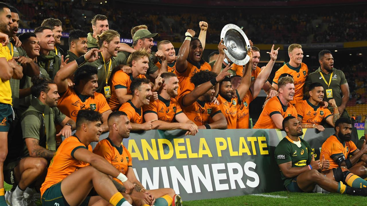 The Wallabies pose with the Mandela Plate. Photo by Albert Perez/Getty Images