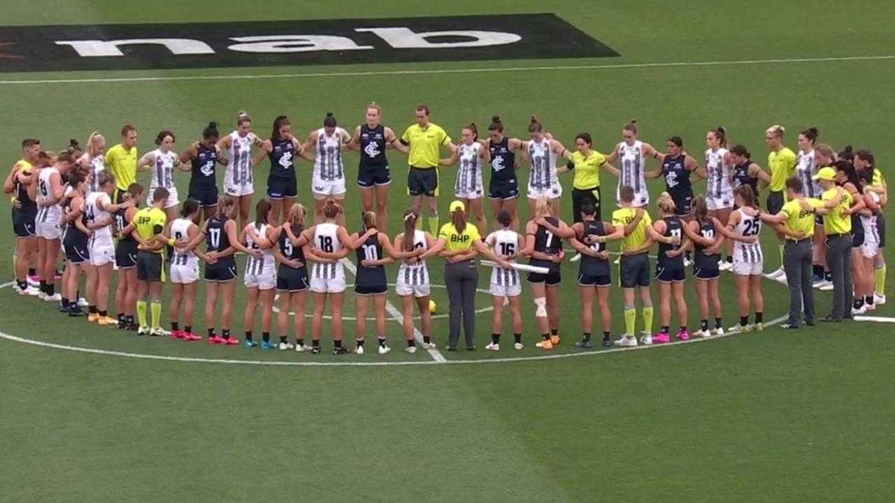 Carlton and Collingwood players pay tribute to former Giant Jacinda Barclay before their Round 1 AFLW clash.
