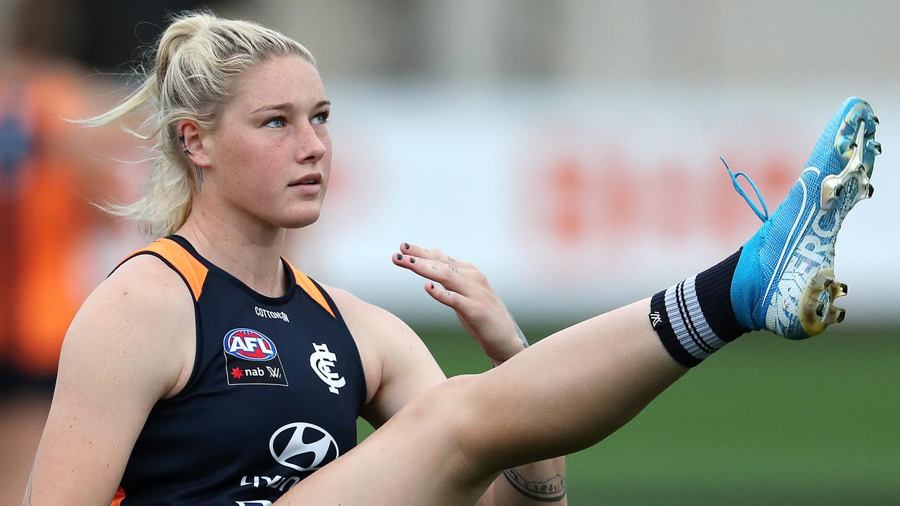 Tayla Harris made headlines last year when an iconic photo went viral, but one of her AFLW rivals has taken a vicious jab at the footy star.