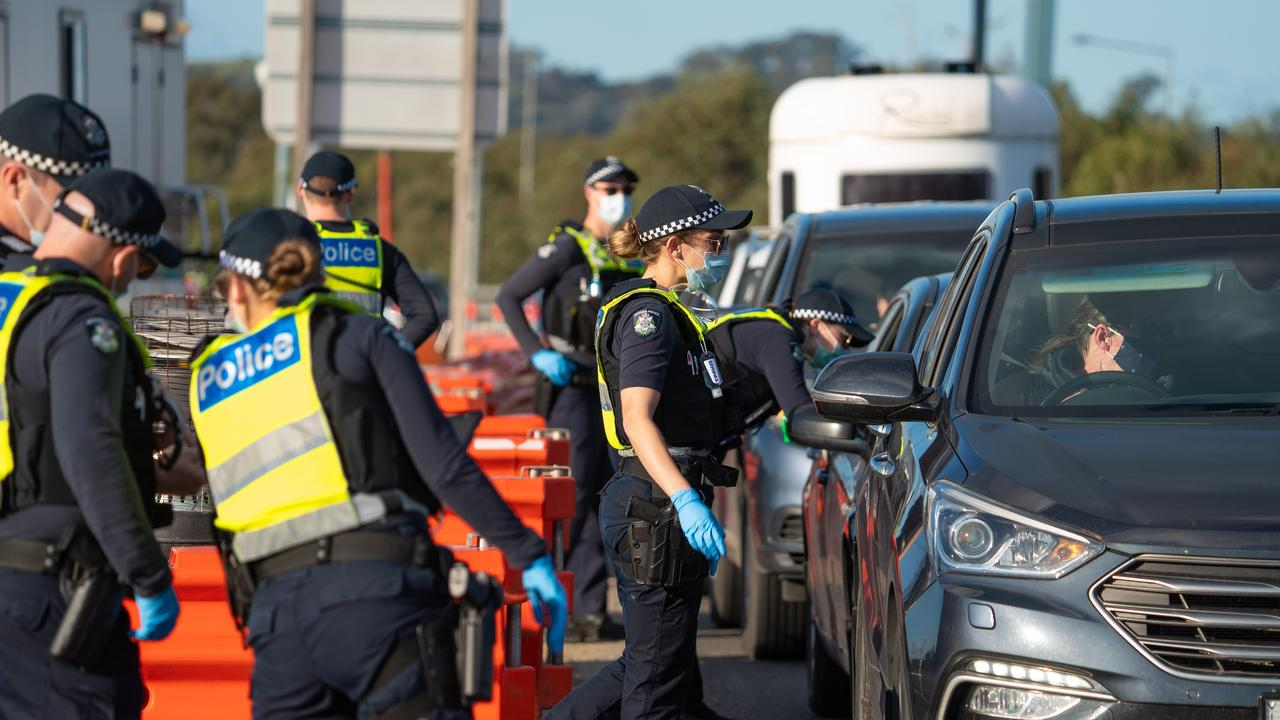 People entering Victoria from NSW last month. Picture: Simon Dallinger/NCA NewsWire