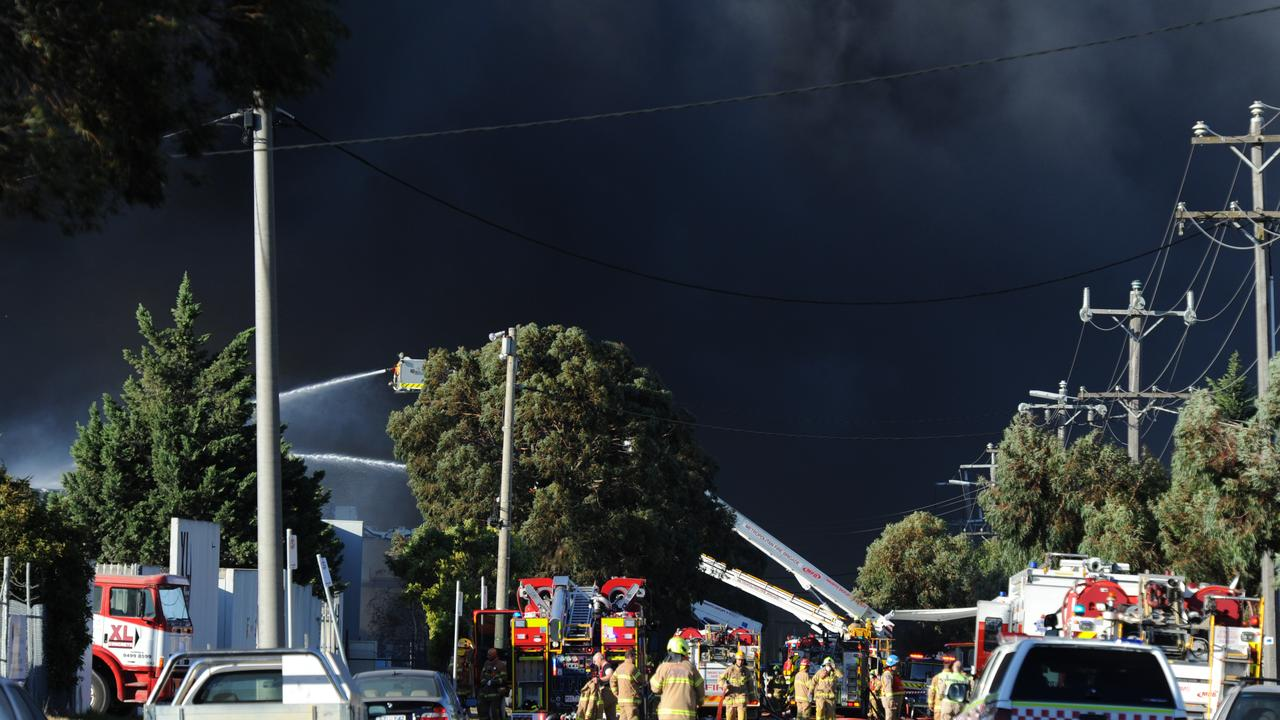 Thick smoke blanketed Campbellfield during the terrifying blaze. Picture: Andrew Henshaw