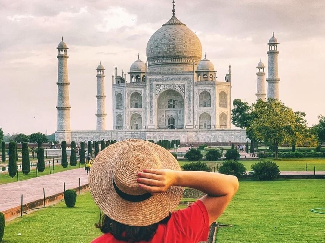 Rebecca Andrews at India's Taj Mahal.
