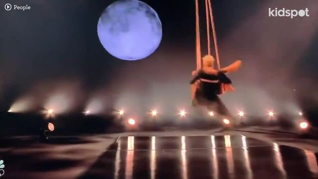 Pink Performs Show-Stopping Medley including aerial duo with daughter Willow