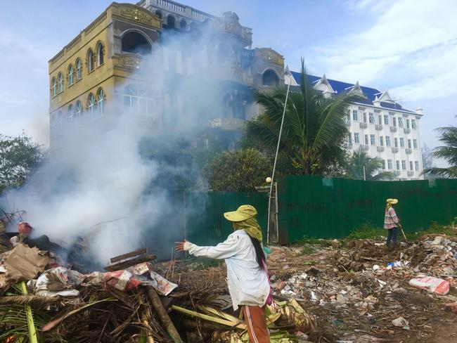 Construction waste being burned right in front of Ochheuteal Beach.