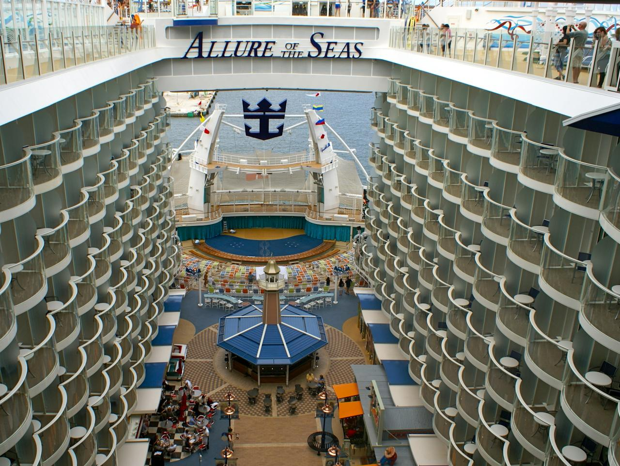 Why The Captain Of The World S Biggest Cruise Ship Allure Of The Seas Says Size Doesn T Matter Escape Com Au