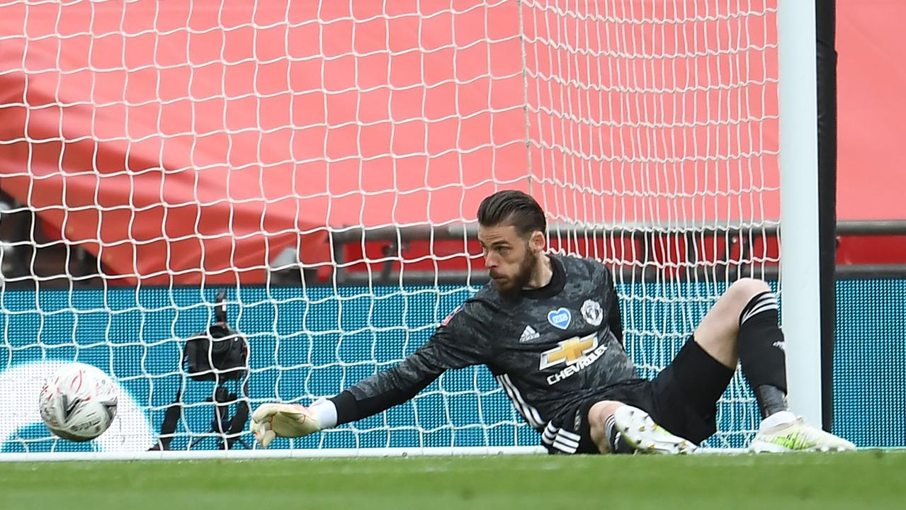 David de Gea is unable to prevent a shot from Olivier Giroud. (Photo by Andy Rain / AFP)