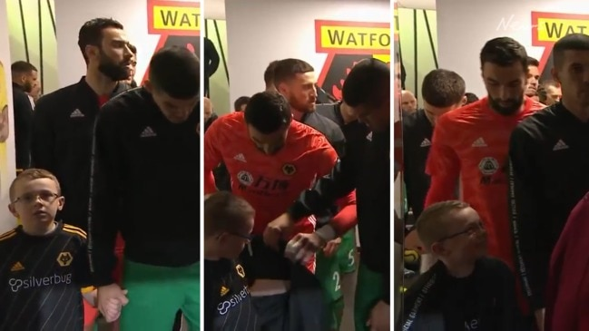 EPL star melts hearts with mascot move
