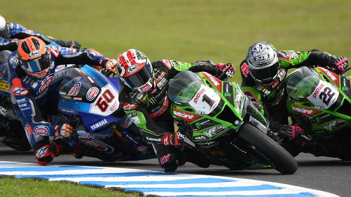 PHILLIP ISLAND, AUSTRALIA - MARCH 01: Jonathan Rea of Great Britain riding the #1 Kawasaki Racing Team WorldSBK Kawasaki and Alex Lowes of Great Britain riding the #22 Kawasaki Racing Team WorldSBK Kawasaki compete in Race 2 of Round One during the 2020 Superbike World Championship at Phillip Island Grand Prix Circuit on March 01, 2020 in Phillip Island, Australia. (Photo by Quinn Rooney/Getty Images)
