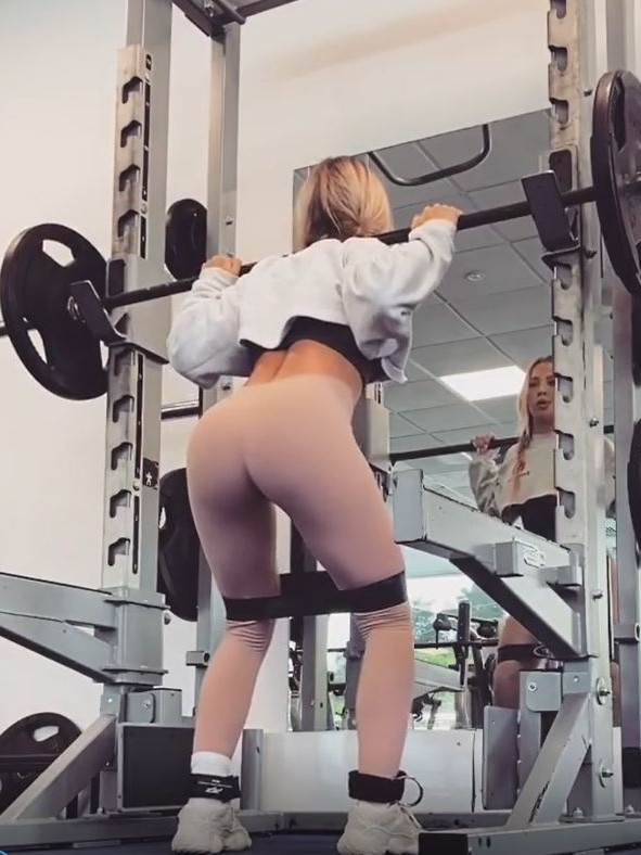Fitness star Tammy Hembrow flaunts booty in 'naked' tights