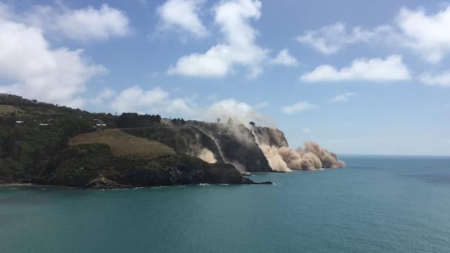 Dust is seen falling from the cliffs near Taylors Mistake beach near Christchurch. Picture: Thomas Wieberneit/Twitter