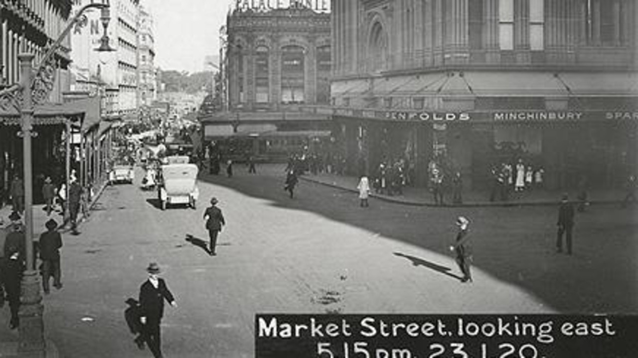 Market St, Sydney, looking east at 5.15pm on January 23, 1920, before traffic lights were used in Australia. The first traffic lights
